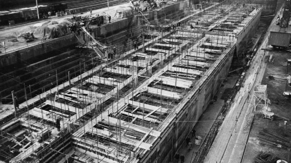 Construction of Mulberry Harbours, Weymouth, April 1944