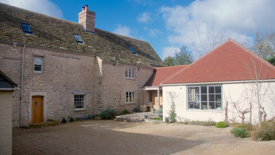 C17th farmhouse elevation and C20th extensions